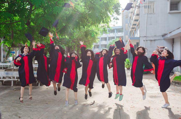 As mulheres e os cursos no exterior